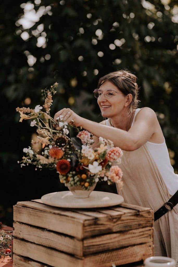 Anbieter für nachhaltige Hochzeitsfloristik mit Bio Blumengesteck Fanni Hermán